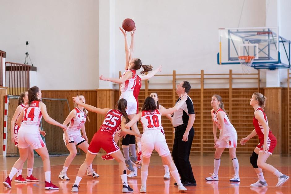 tall-basketball-players